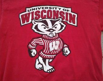 Vintage 90's University of Wisconsin Badgers / Buckingham U. Badger / bright red t-shirt Medium