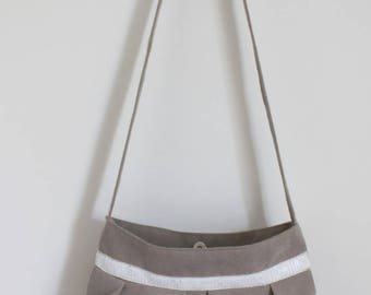 Purse from beige suede and white glitter band