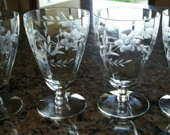 Vintage Set of Four Etched Water/Juice/Parafrait Glasses in Gorgeous Floral Patern.