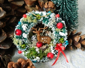 Mini Rustic Christmas Wreath with Deer Moss Berries and Snow, Handmade Small Vintage Style Bottle Brush Christmas Wreath, Rustic Charm