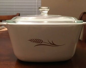Vintage Corning Ware Wheat Pattern - 1 3/4 Quart Bowl with Lid - Casserole Dish