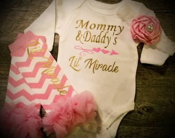 Newborn, Baby Girl, Going Home Outfit, Bodysuit Leggings and Bow Set, Baby Shower, Gift, Mommy and Daddy's Lil' Miracle
