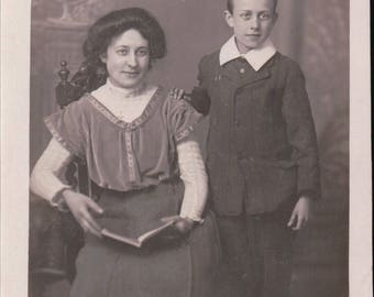 Photograph Portrait of a Mother and Son - Postcard - Blank - 1913.