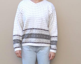 vintage sweater // fair isle sweater // white knit sweater // small women's sweater // pullover sweater // v neck sweater