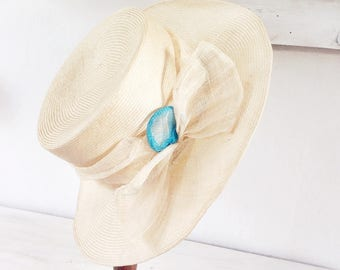 Hight fashion Lady cream hat. Easter Church wide brim straw Headpiece for Mother of Bride Mother of groom. Stylish fedora hat Ascot Race