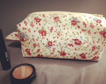 Cotton boxy pink floral zip-up pouch