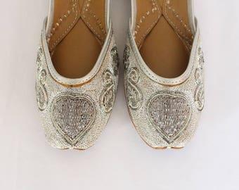 Women Bridal Wedding Shoes/Indian Silver Jutti Shoes/Silver Wedding Flats/Silver Ballet Flats/Jasmine Shoes/Khussa Shoes/Fancy Juti Shoes