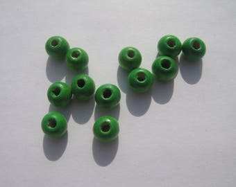 Set of 12 round wooden beads of green colors