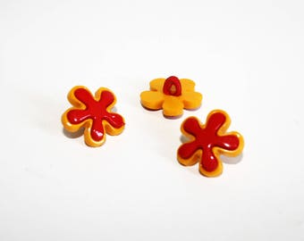 2 red and yellow flower buttons, set of 2 buttons, shank button