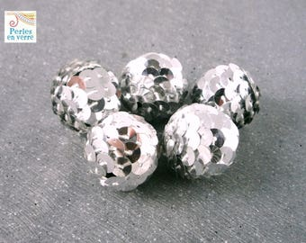 2 large silver sequins, 22mm (pt22) beads
