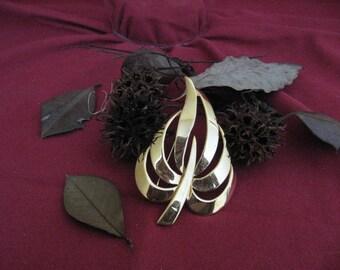 Vintage 1970s Napier Gold Leaf Brooch