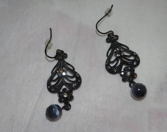 black dangles