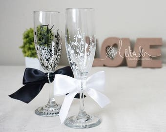 Personalized Champagne Flutes,Cute Wedding toasting glasses, Royal Toasting flutes for bride  groom, Black and White Wedding glass