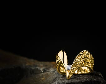 """Kamon-NobNo Collection-""""V"""" 750ger gold ring with real brilliant"""