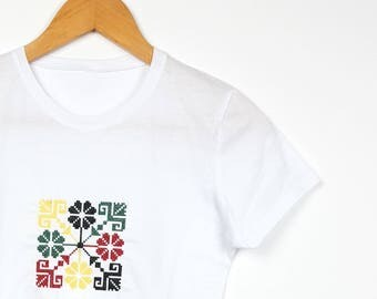 "Embroidered Ethnic T-shirt Traditional Pattern""Buchet de flori"""