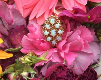 Vintage 14k yellow gold and Opal cluster Ring