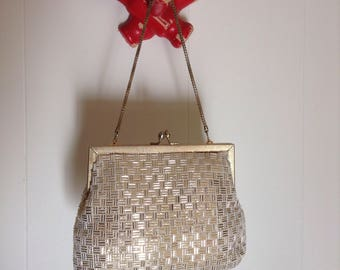 Vintage Plastic beaded Pretty Little Retro Handbag 1960s clean interior Gold chain handle and frame