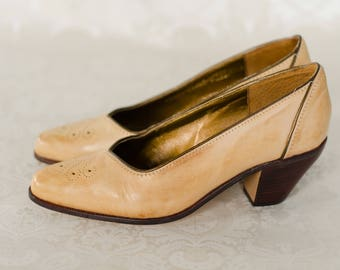 Western Insipred Heels  Leather Shoes with Stacked Wooden Heel  Ivory / Vintae White /Tan - Tooling Detail at Toe  Size 6