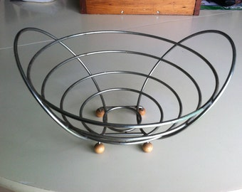 Mid Century Metal Silver Wire Bowl With Wood Ball Feet , Space Age Atomic Eames Era Fruit Bowl , Retro Modern Decor ,  50s-60s Kitchen Ware