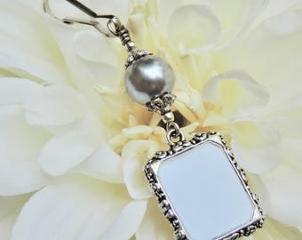Wedding bouquet photo charm. Silver pearl Wedding memorial charm- small picture frame. Bridal shower gift. Sister gift. Gift for a bride.