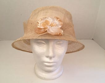 NWT Liz Claiborne Handmade Straw Cloche natural Woven Raffia Summer Wedding Garden Party Gatsby Narrow Brim Hat 90s vintage