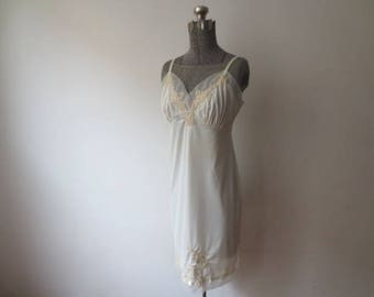 Vintage '50s Van Raalte Creamy Nylon Full Slip w/ Mesh & Lace Applique Accents, Small 34, Made in USA