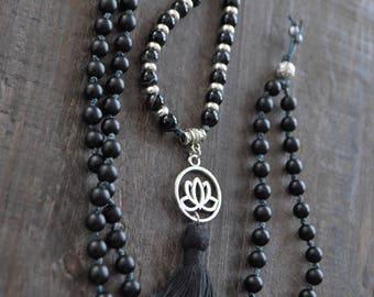 Collier de pierres noires - Collier onyx - Collier mala - Lotus - Bijou bohémien - Boho chic - Coco Matcha