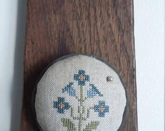 primitive stitch Blue Flower zinc jar lid balsam fir pin cushion pin keep