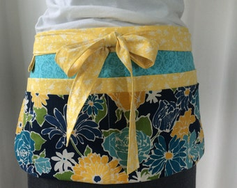 Utility Apron/Teacher Apron with 8 pockets and loop in blue green yellow floral