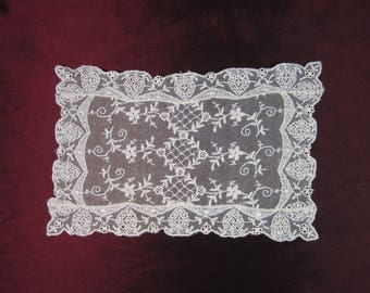Antique 1920's Ecru Colored Needleworked Lace Dresser Scarf - Doilie