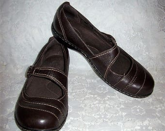Vintage Ladies Black Leather Mary Janes Shoes by Clarks Size 10 Only 12 USD