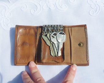 St Thomas Leather Key Case with Keys, St Thomas Key Valet for Six Keys