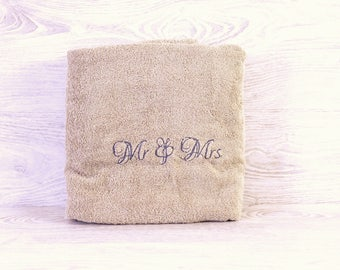 Personalized Towel / Monogrammed Towel / Hand Towel / Wedding Towels / Embroidered Towel / Gift
