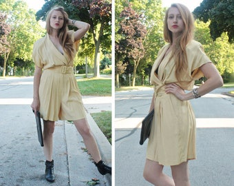 "80s Onesie JumpSuit ROMPER Vintage ""Hearts"" Silky Pale Yellow Belted 1-PC PANTSUIT Short Pants Modern Women's Dress Jumper Shorts Size 9/10"