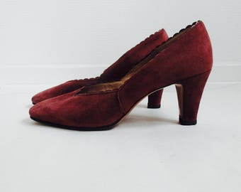 3 DAY FLASH SALE!! 20% off. 1960s Madmen maroon wine suede pumps. //Size 5,5 or size 38,5 Euro