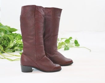 1980s Burgundy Leather Boots / 80s Low Heel Riding Boots in Brown Red size 7