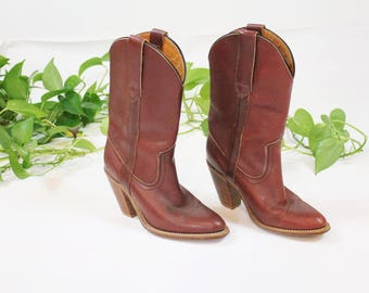 1970s Red Frye Campus Boot / Frye Heeled Leather Boots / 70s Low Heel Pull On Boot in Red size 6.5