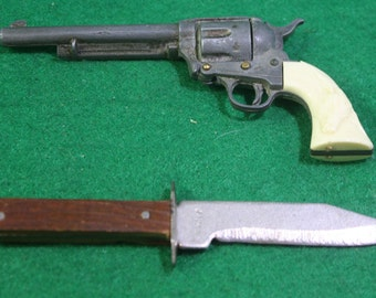 Vintage pair Miniature  western toys - Diecast Cap Gun w/ Steers on White Plastic Handle, miniature wood handle bowie knife.  Free Shipping