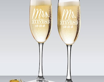 Mr and Mrs Personalized Champagne Flutes, Wedding Toasting Glasses, Engraved Toasting Glasses, Mr and Mrs Glasses, Set of 2