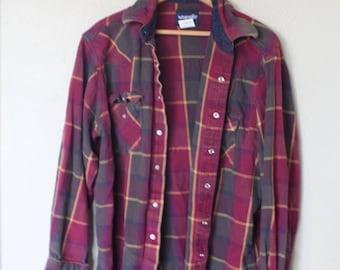 vintage wrangler maroon and green plaid western cut lumberjack flannel shirt