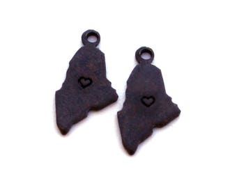 2x Antique Brass / Brown Patina Maine State Charms w/ Hearts - M073/H/AB-ME