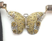 Flutterby Butterfly ... Better Than a Button Shawl Clip (SC501)