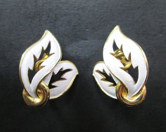 Vintage Crown Trifari White Enamel & Gold Tn Leave Earrings Clip On Closures 1960's Signed