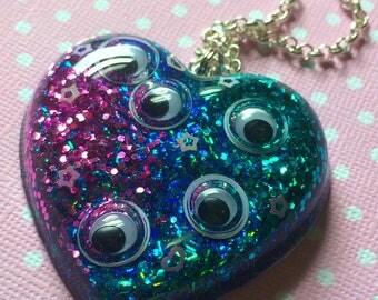 Googly Eye Necklace / Creepy Cute Pastel Goth Nu Goth Grunge / Googly Eye Jewelry / Novelty Jewelry / Google Eye Pendant / Unique Jewelry