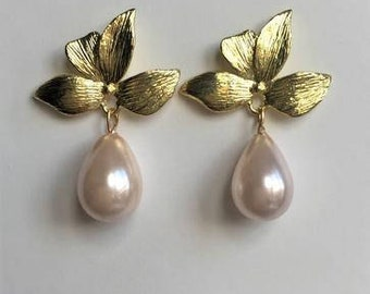 Leaf and pearl drop Bridal earrings