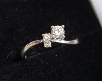 Vintage 18ct White Gold Diamond Curved Line Ring, Engagement Ring, Assymetric with Brilliant cut Diamonds, Unusual Design