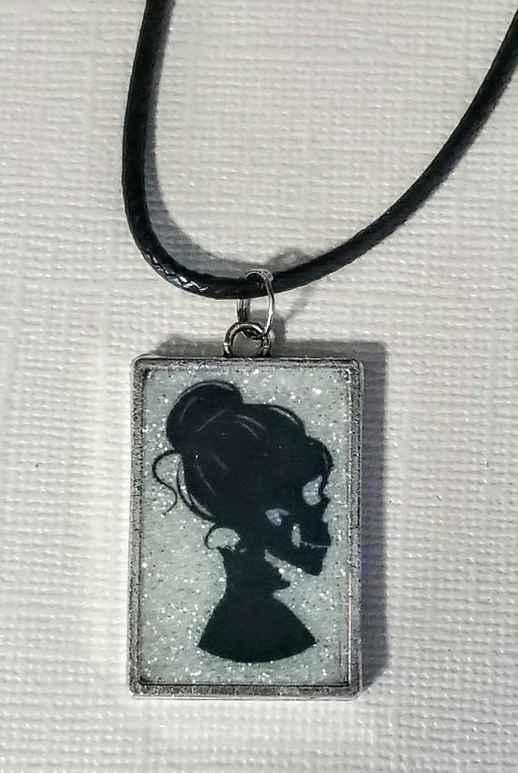 Lovely Lolita - glow in the dark necklace