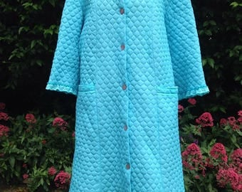 Vintage Ladies 1960s, 1970s turquoise quilted dressing gown, robe, housecoat. Warm winter nightwear, lounge wear.