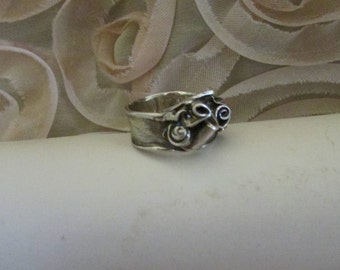 Abstract curls design fine silver ring