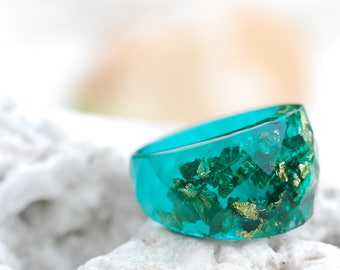 Emerald Green Ring, Statement Resin Ring, Green Faceted Ring, Gold Flakes Ring, Resin Jewelry, Statement Ring, Cocktail Ring, Chunky Ring